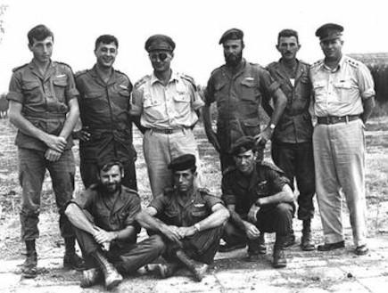 לוחמים מיחידה 101 נטמעים ביחידה 890 (צילום: ויקיפדיה)