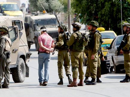 מעצר חשודים ביהודה ושומרון. צילום ארכיון (צילום: רויטרס)