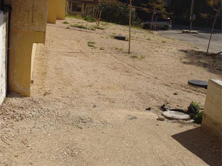 הורדת רמפה לנכים בבית חולים (צילום: חדשות 2)