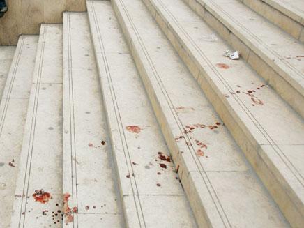 טיפות הדם הובילו אל הפורץ (צילום: AP)