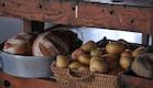 סלסלות מזון במטבח (צילום: שי אדם )