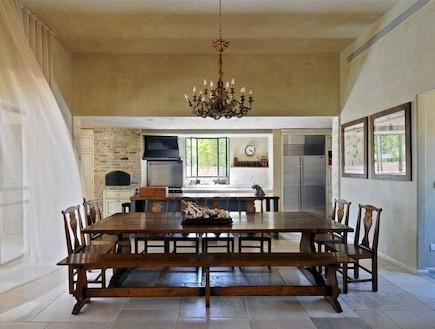 שולחן אוכל. שולחן עץ בסגנון כפרי (וידאו WMV: שי אדם, אורלי רובינזון)