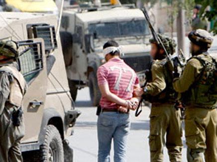 פלסטיני עצור. ארכיון (צילום: רויטרס)
