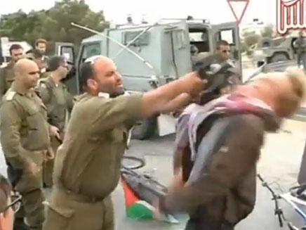 תיעוד התקרית עם פעיל השמאל (צילום: יוטיוב)