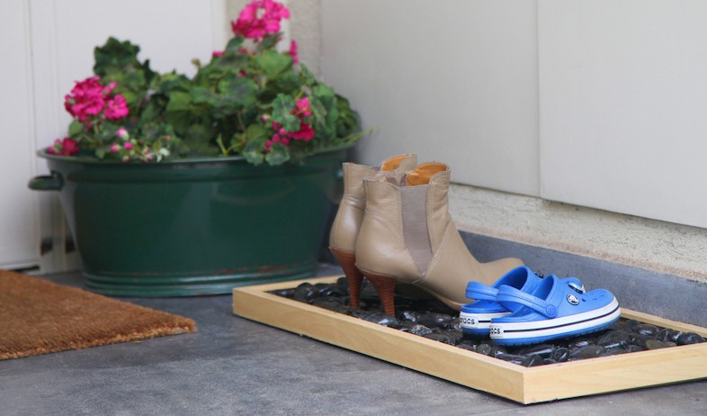 """דידי רפאלי. משטח לנעליים (וידאו WMV: איה הקטין """"רגעים לתמיד"""", living)"""