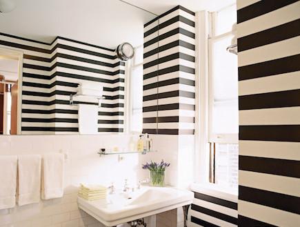 חדר רחצה שחור לבן (יח``צ: נלקח מאתר: elledecor.com)
