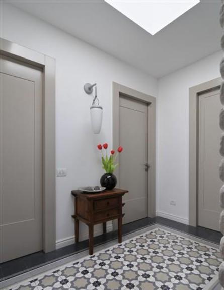 הול של החדרים אחרי שיפוץ - דנה אוברזון (צילום: שי אדם)
