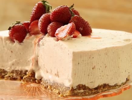 עוגת גלידת תות ומסקרפונה (צילום: חן שוקרון, אוכל טוב)