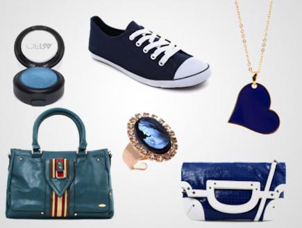 סניקרס, איפור, תכשיטים ותיקים בכחול לבן