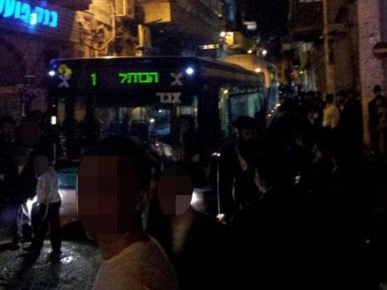 האוטובוס במאה שערים, הערב (צילום: שמוליק קראוס, חדשות 24)