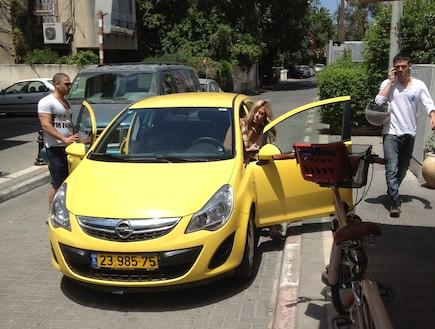 ליהיא גרינר עם רכב חדש (צילום: mako)