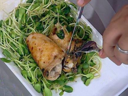 חזה עוף ממולא בבשר טחון ושזיפים יבשים (תמונת AVI: mako)