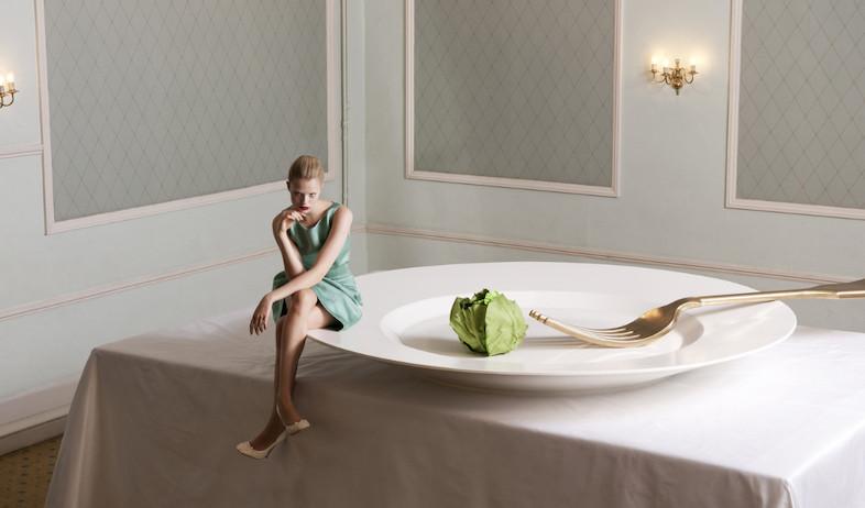 שונה הית. אישה על צלחת (צילום: מתוך האתר http://clmus.com, living)