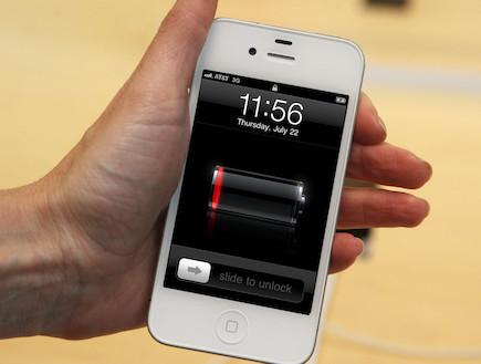 סוללה של אייפון (צילום: אילוסטרציה)
