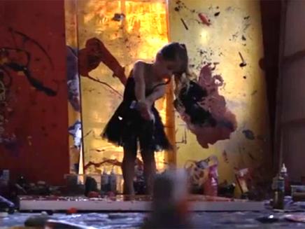 אמנית בת 5 מאוסטרליה מוכרת את יצירותיה במיליונים (צילום: חדשות 2)