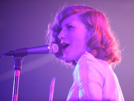 אמילי קרפל הופעה (צילום: ענבל צח)