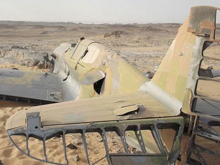 שרידי המטוס במדבר סהרה (צילום: Jakub Perka)
