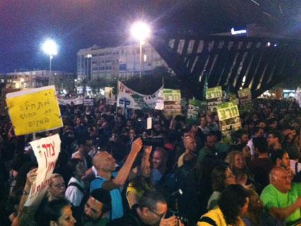 אלפים בכיכר רבין, הערב (צילום: חדשות 2)