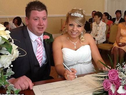 דניאל קליולו ילדה ביום החתונה (צילום: צילום מסך daily mail)
