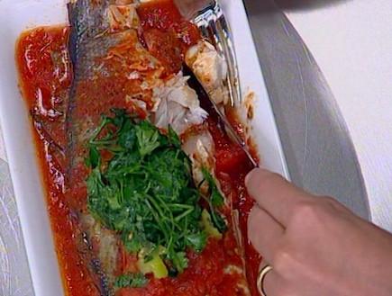 דג לברק ברוטב עגבניות (תמונת AVI: mako)