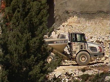 דחפור , חפירות מנהרה מבשרת ציון (צילום: חדשות 2)
