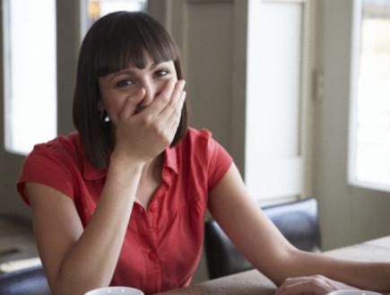 אישה מובכת (צילום: אימג'בנק / Thinkstock)