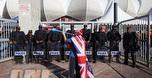 אוהד אנגלי מצפצף על המשטרה במונדיאל (GettyImages) (öéìåí: מערכת ONE)