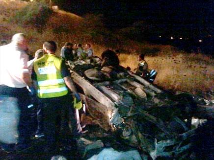 זירת התאונה הקשה הלילה בטבריה (צילום: פוראת נאסר)