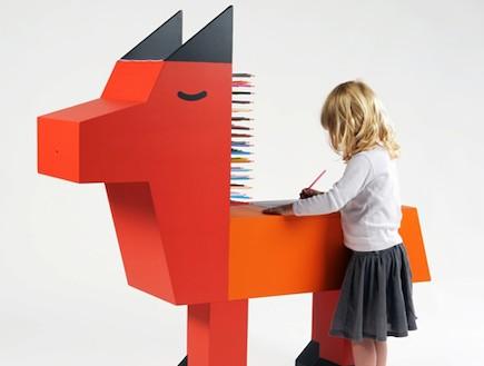 משחקי ילדים, שולחן כתיבה בצורת חיה (וידאו WMV: מתוך אתר: www.buy-sellf-zebra3.blogspot.com)