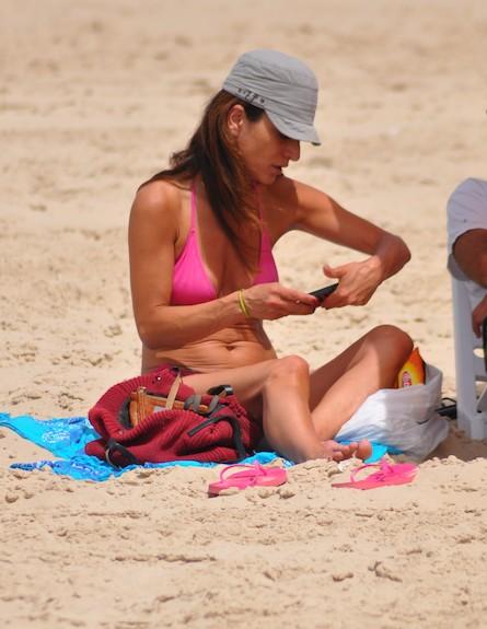 אורנה פיטוסי בבגד ים (צילום: צ'ינו פפראצי)