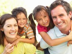 משפחה מאושרת (צילום: אימג'בנק / Thinkstock)