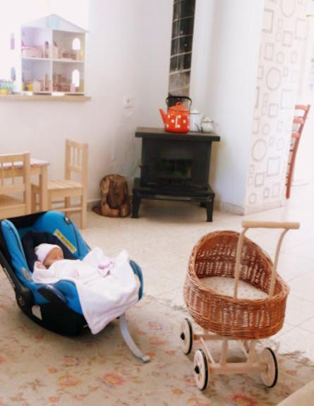 עריסה של פעם. תינוק ישן (צילום: קרן שביט)