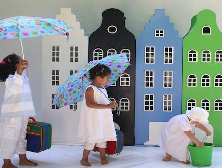 משחקי ילדים, ארונות בניינים (וידאו WMV: מתוך האתר: http://www.kastvaneenhuis.nl)