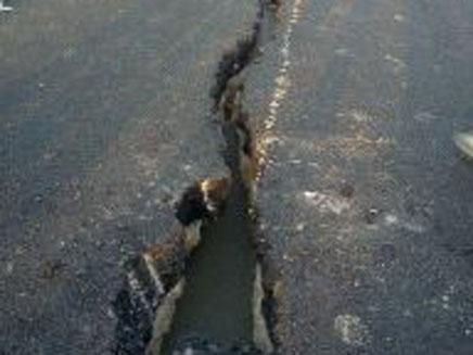 הסדק שנפער בכביש עוקף הקריות (צילום: חדשות 2)