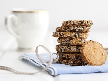 עוגיות עם קוואקר וגבינת עיזים. סטיילינג: דלית רוסו (צילום: דן לב, קוואקר)