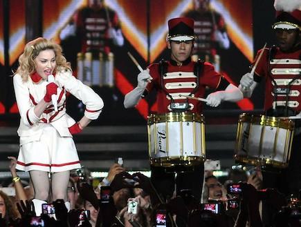 מדונה בהופעה 2012
