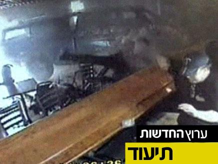 צפו: משאית מתנגשת בדלפק של פאב (צילום: חדשות 2)