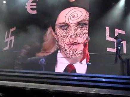 צלבי קרס מופיעים על המסך (צילום: חדשות 2)