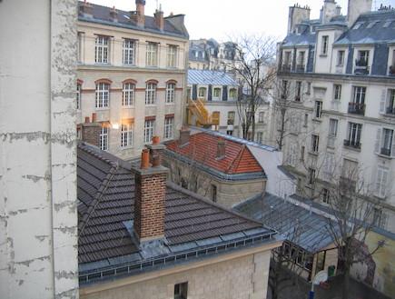 נוף המשתקף מבית בפריז (צילום: קרן בנבנישתי, living)