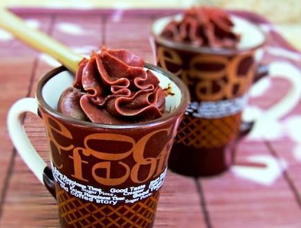 מוס שוקולד ומסקרפונה (צילום: דליה מאיר, קסמים מתוקים)