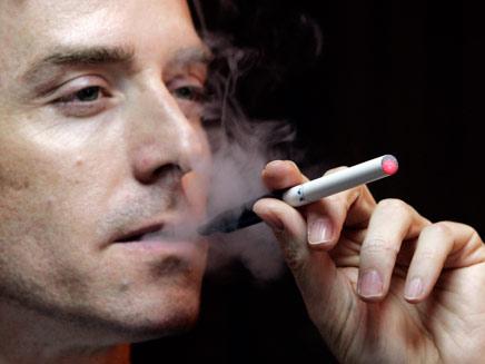 פתרון למכורים? סיגריה אלקטרונית (öéìåí: רויטרס)