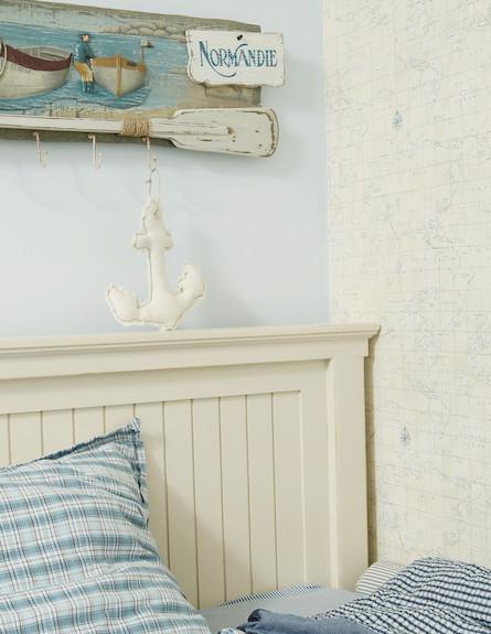 קיר חדר השינה בבית לאחר שיפוץ (צילום: עודד קרני, living)