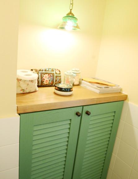 פינה בחדר האמבטיה (צילום: עודד קרני, living)