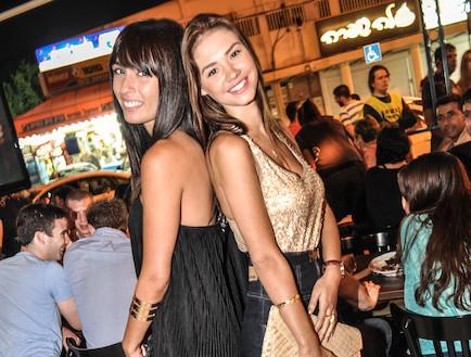 רוסלנה רודינה וקארין כהן בחיפה (צילום: שמעון קדוש)
