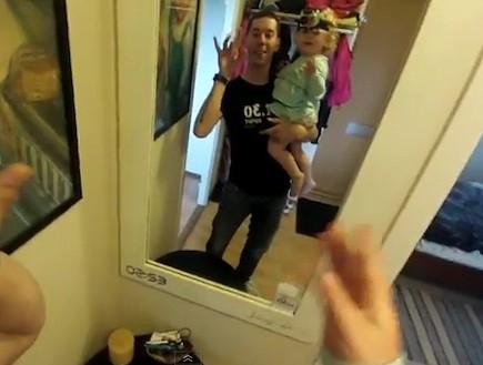 מצלמת ראש על בת שנתיים (תמונת AVI: You Tube, YouTube)