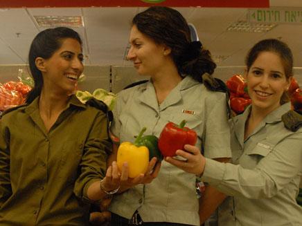 """עלייה בצריכת הירקות והפירות בצה""""ל (צילום: חיל רפואה)"""