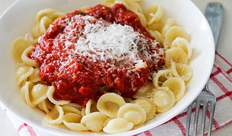 פסטה עם רוטב עגבניות (צילום: עידית נרקיס כ