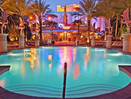 הבריכה במלון פלאזו