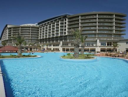 מלון לארה ביץ' הוטל בטורקיה