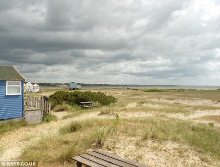 נוף מהבקתה הבריטית (צילום: מתוך האתר: BNPS.CO.UK)